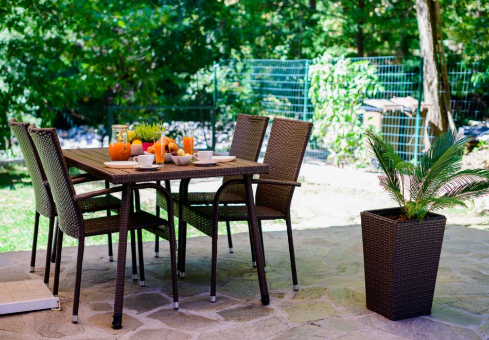 Нощувка със закуска за четирима в апартамент + външен минерален басейн в Къщи за гости Релакс, Огняново, снимка 19