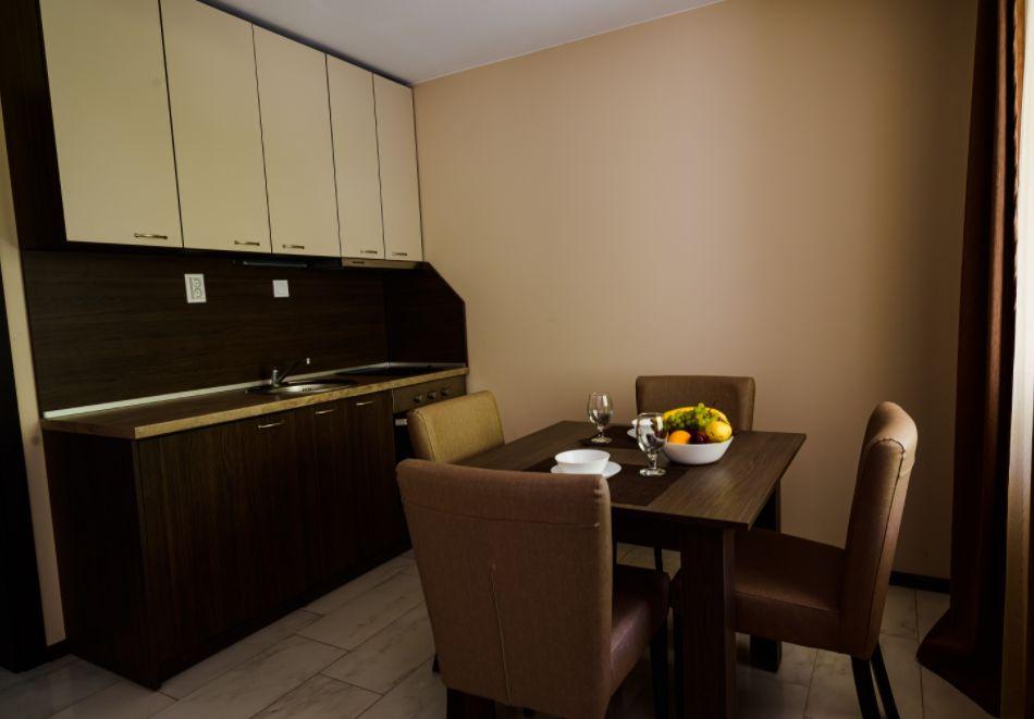 Нощувка със закуска за четирима в апартамент + външен минерален басейн в Къщи за гости Релакс, Огняново, снимка 7