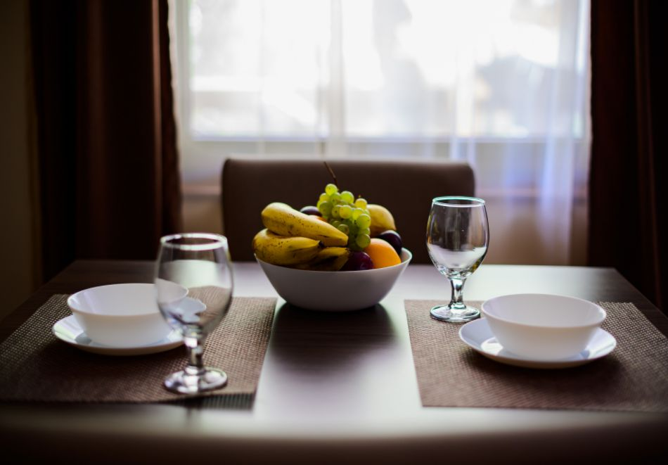 Нощувка със закуска за четирима в апартамент + външен минерален басейн в Къщи за гости Релакс, Огняново, снимка 20