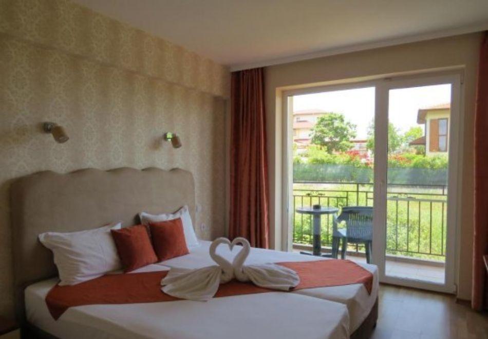 Нощувка на човек със закуска и вечеря + басейн в хотел Дайана бийч***, Синеморец, снимка 4