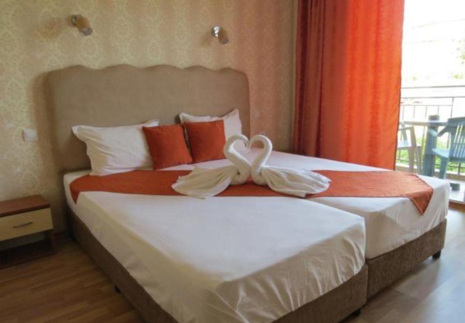 Нощувка на човек със закуска и вечеря + басейн в хотел Дайана бийч***, Синеморец, снимка 6