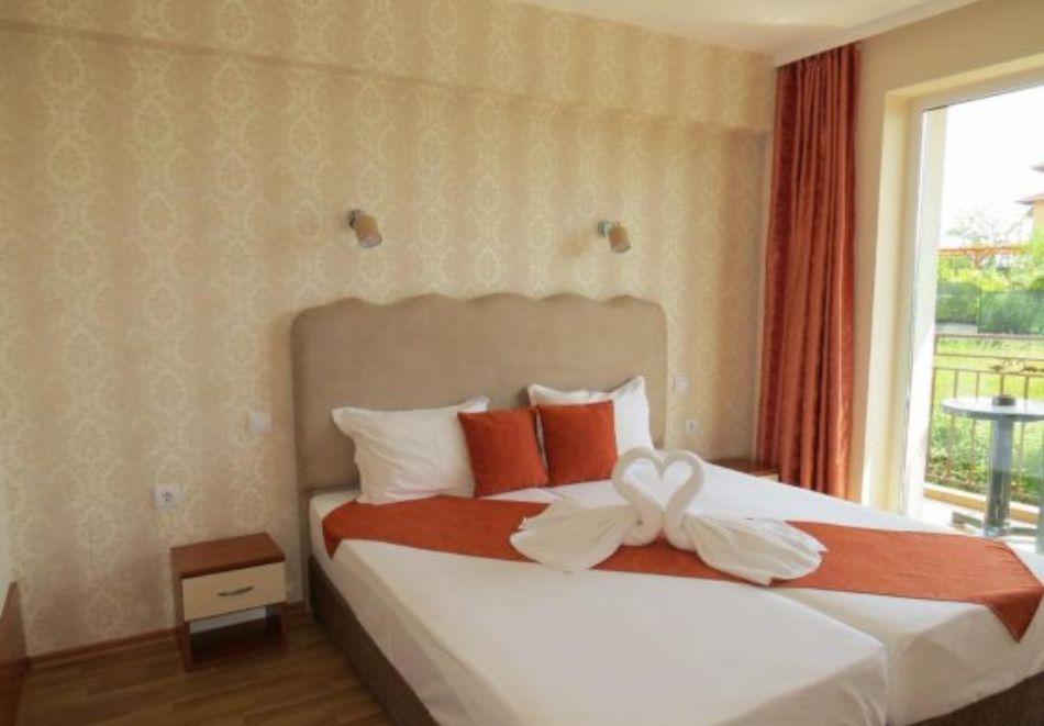 Нощувка на човек със закуска и вечеря + басейн в хотел Дайана бийч***, Синеморец, снимка 7