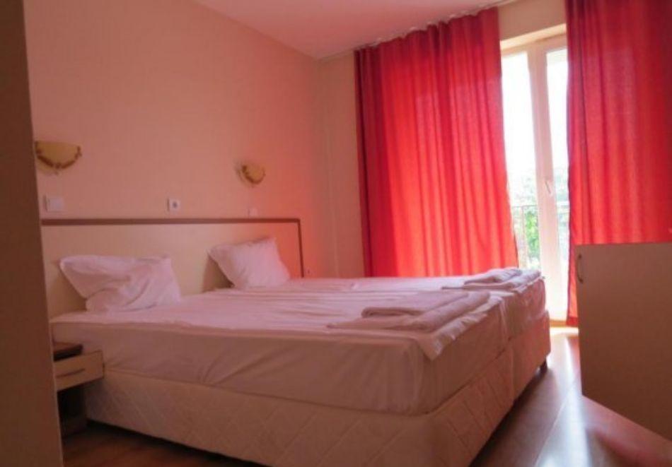 Нощувка на човек със закуска и вечеря + басейн в хотел Дайана бийч***, Синеморец, снимка 11