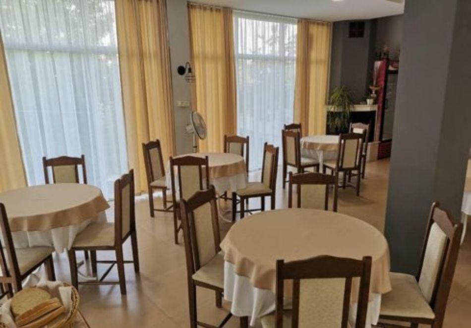 Нощувка на човек със закуска и вечеря + басейн в хотел Дайана бийч***, Синеморец, снимка 25