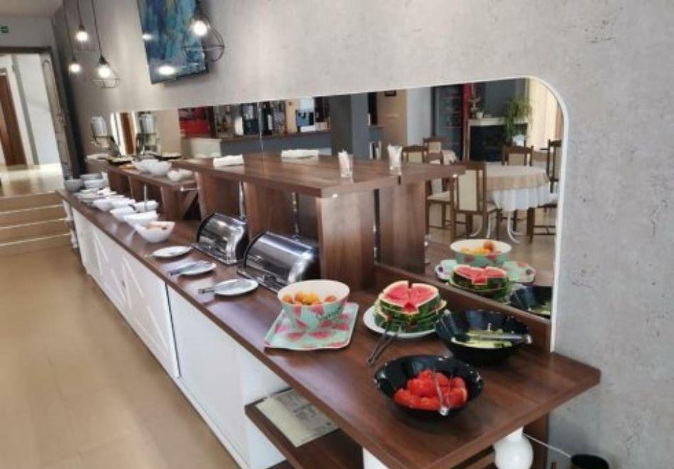 Нощувка на човек със закуска и вечеря + басейн в хотел Дайана бийч***, Синеморец, снимка 24