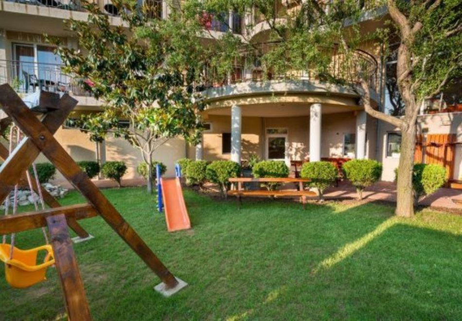 Нощувка на човек със закуска и вечеря + басейн в хотел Дайана бийч***, Синеморец, снимка 12