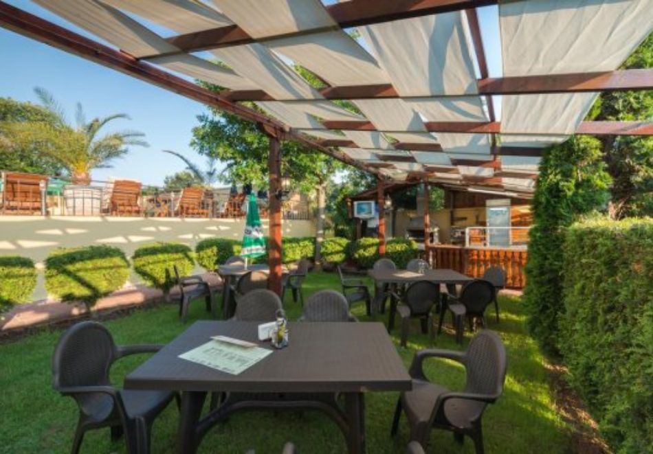 Нощувка на човек със закуска и вечеря + басейн в хотел Дайана бийч***, Синеморец, снимка 17