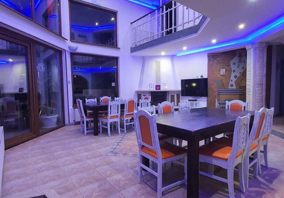 Септември в Цигов чарк! Нощувка за ДВАМА + басейн, барбекю и оборудвана кухня от Вила Кълвачеви, снимка 11