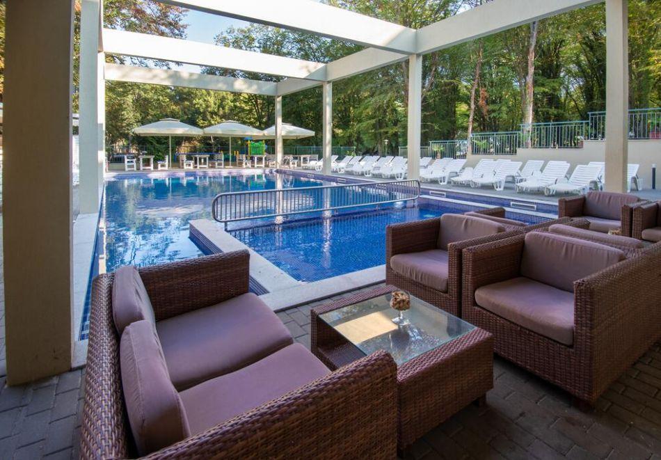 Нощувка на човек на база All Inclusive + басейн в хотел Ариана, Китен на 200м. от плажа. ДВЕ ДЕЦА ДО 11.99Г. БЕЗПЛАТНО., снимка 5