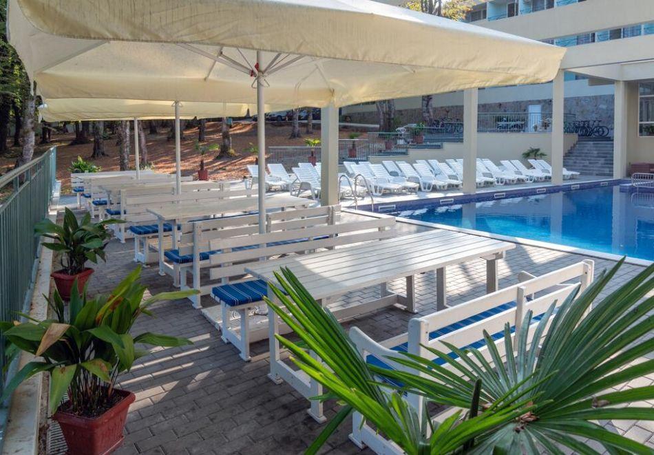 Нощувка на човек на база All Inclusive + басейн в хотел Ариана, Китен на 200м. от плажа. ДВЕ ДЕЦА ДО 11.99Г. БЕЗПЛАТНО., снимка 6