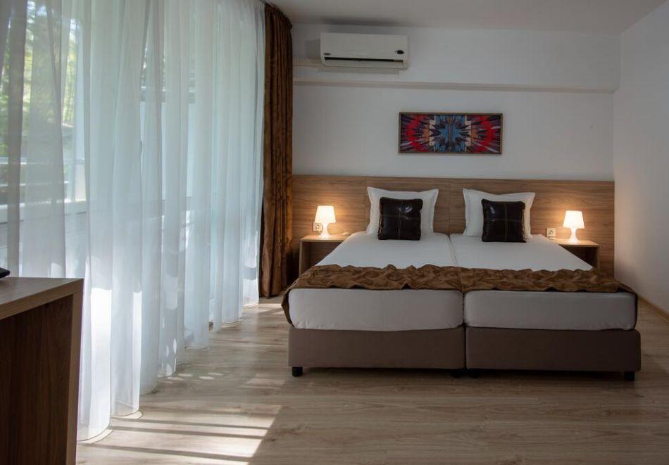 Нощувка на човек на база All Inclusive + басейн в хотел Ариана, Китен на 200м. от плажа. ДВЕ ДЕЦА ДО 11.99Г. БЕЗПЛАТНО., снимка 9