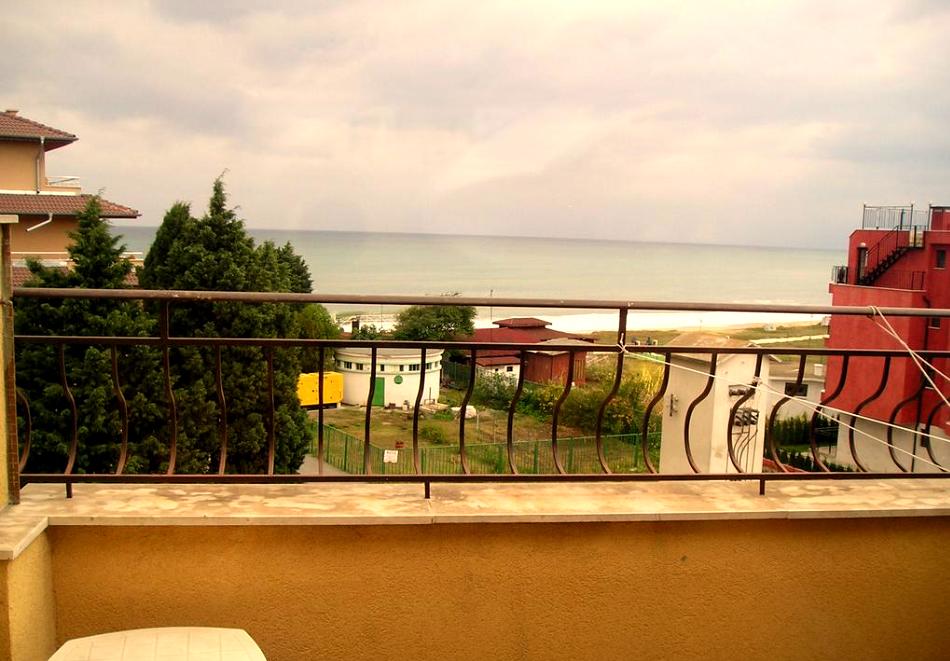 Лято 2021 на 40 метра от плажа в Равда! 5 или 7 нощувки на човек със закуски и вечери в хотел Германа Бийч, снимка 10