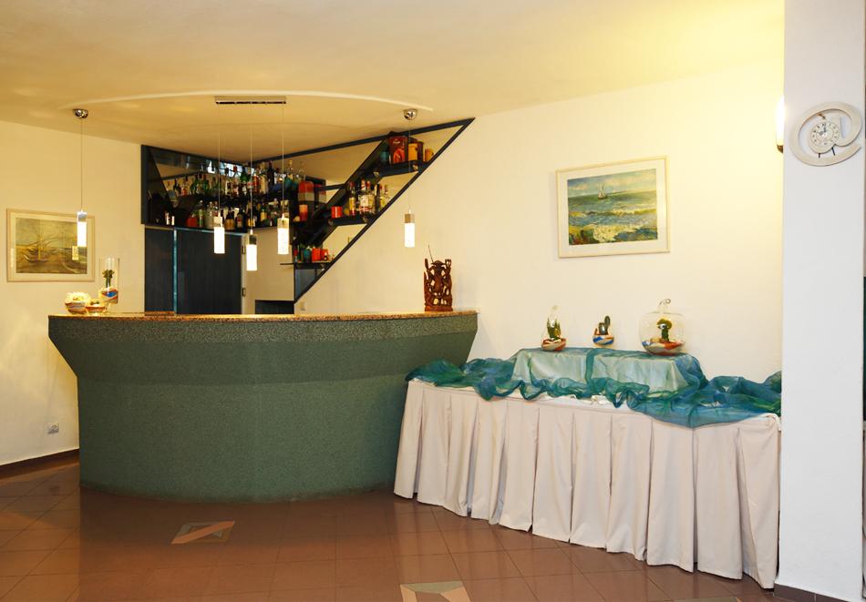 На 100м. от плаж Атлиман. Нощувка на човек със закуска и вечеря + басейн в хотел Елмар, Китен. Дете до 7.99г. БЕЗПЛАТНО., снимка 8