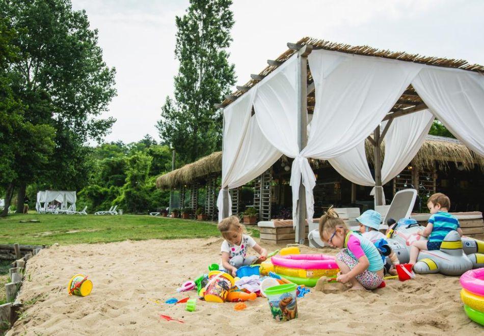 Лято на 1-ва линия в Созопол. Нощувка на човек на база All inclusive + басейн, чадър и шезлонг на плажа от хотел Вива Маре Бийч. Дете до 12г. - БЕЗПЛАТНО, снимка 11