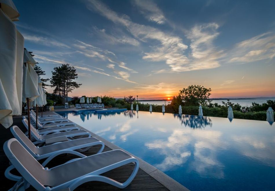 Лято на 1-ва линия в Созопол. Нощувка на човек на база All inclusive + басейн, чадър и шезлонг на плажа от хотел Вива Маре Бийч. Дете до 12г. - БЕЗПЛАТНО, снимка 4
