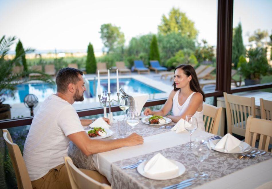 На море в Кранево! Нощувка със закуска на човек в Хотел Съни Касъл, снимка 23