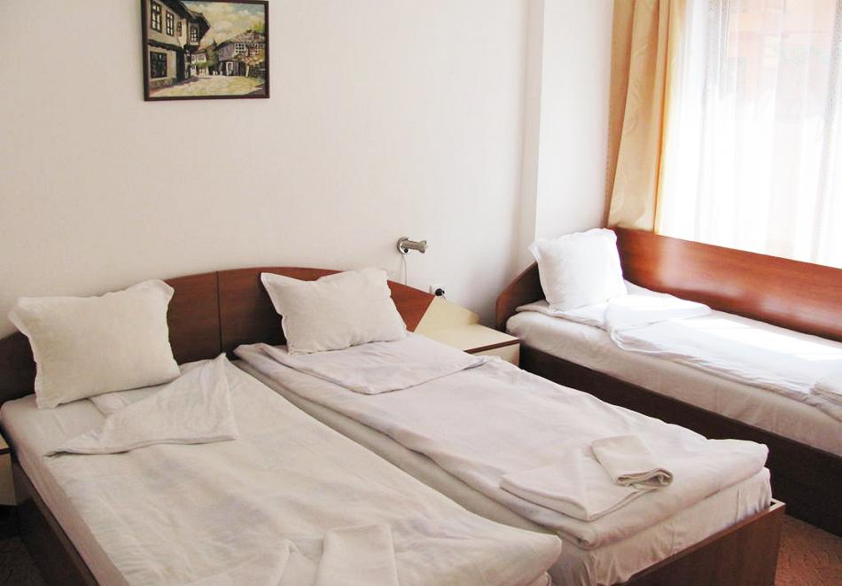 Лято в Приморско на 150м. от плажа! 3+ нощувки на човек в хотел Стоп, снимка 3