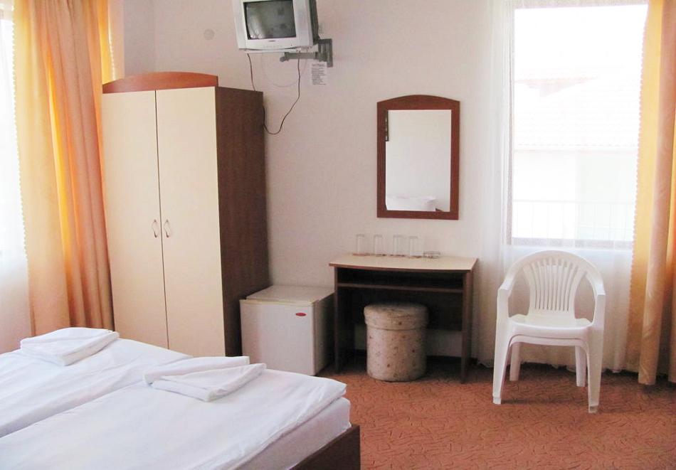 Лято в Приморско на 150м. от плажа! 3+ нощувки на човек в хотел Стоп, снимка 5