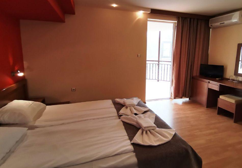 Нощувка за ДВАМА в хотел Париж, Балчик, снимка 5