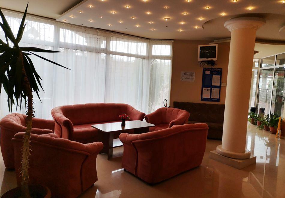 Нощувка за ДВАМА в хотел Париж, Балчик, снимка 4