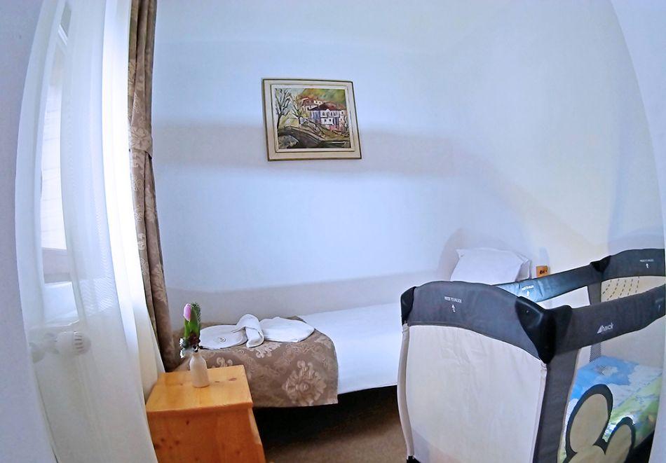 Почивка на брега на язовир Доспат! 2 + нощувки със закуски на човек в хотел Мерджан, снимка 8