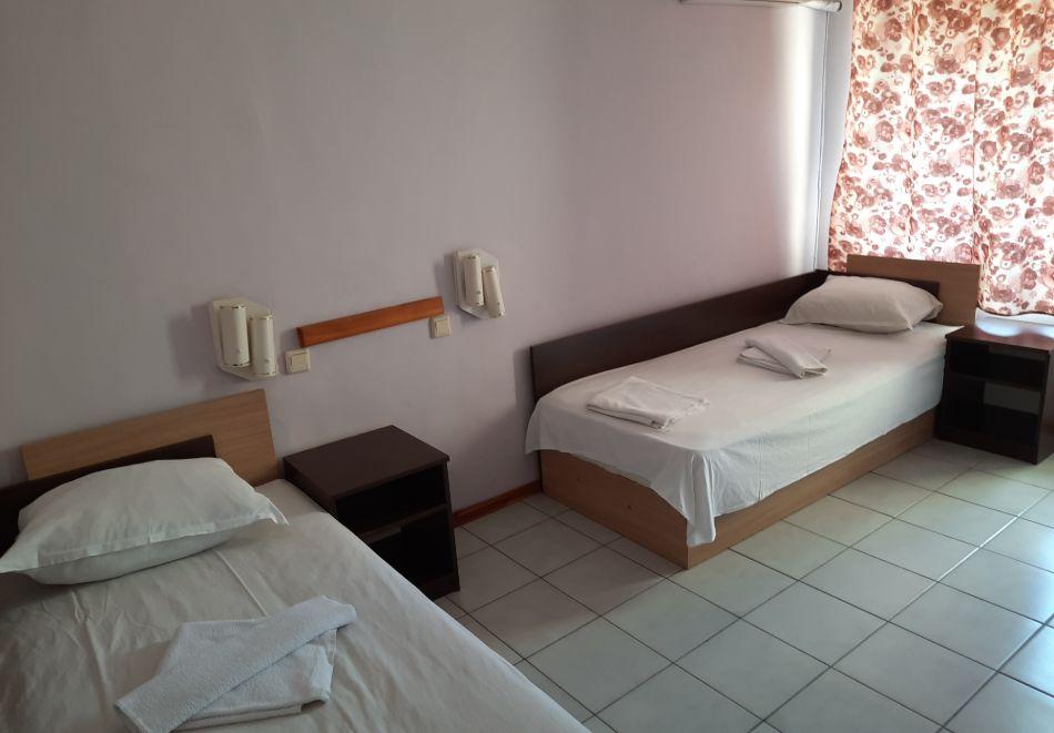 Нощувка на човек в хотел Невен, Кранево, снимка 11
