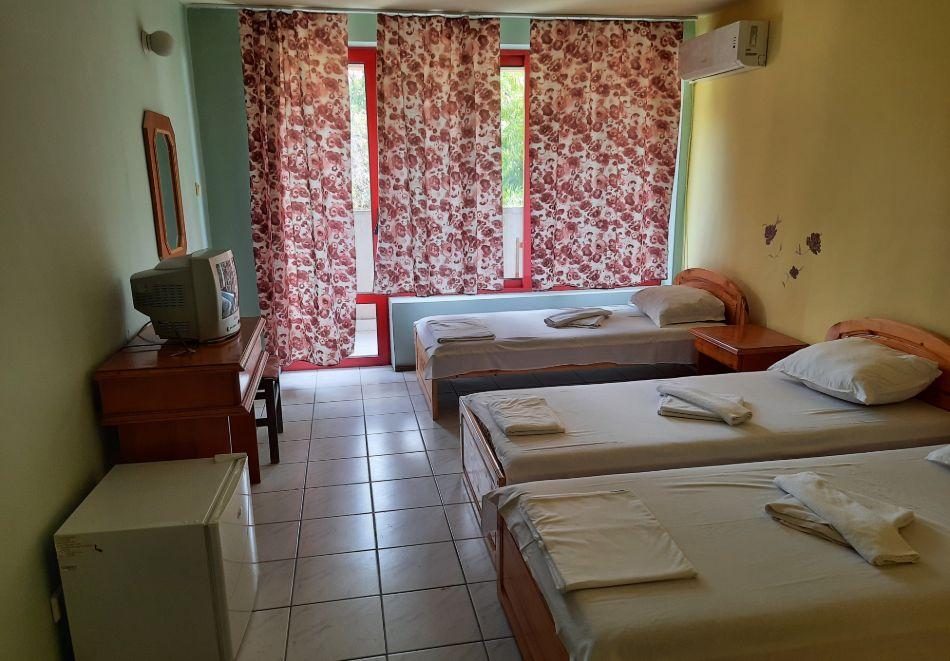 Нощувка на човек в хотел Невен, Кранево, снимка 12