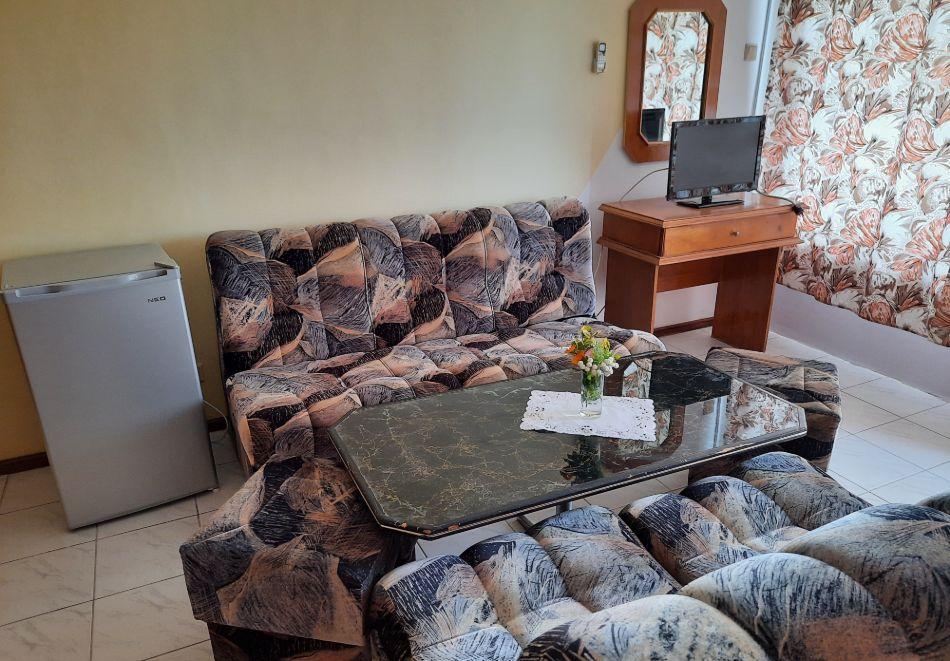 Нощувка на човек в хотел Невен, Кранево, снимка 16