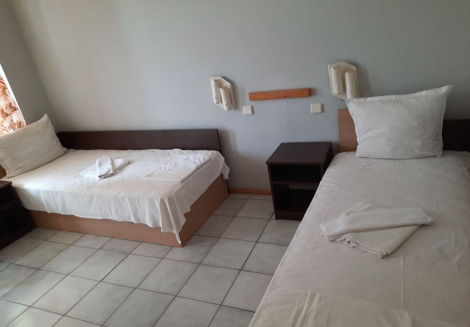 Нощувка на човек в хотел Невен, Кранево, снимка 10