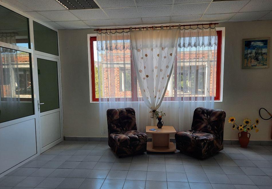 Нощувка на човек в хотел Невен, Кранево, снимка 20