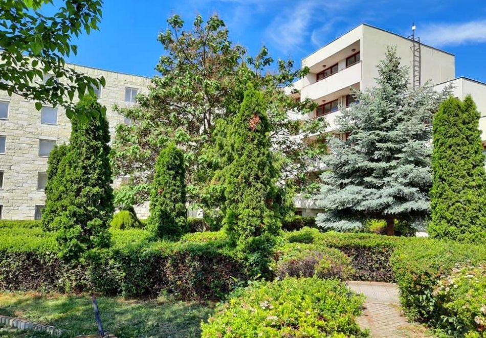 Нощувка на човек в хотел Невен, Кранево, снимка 2