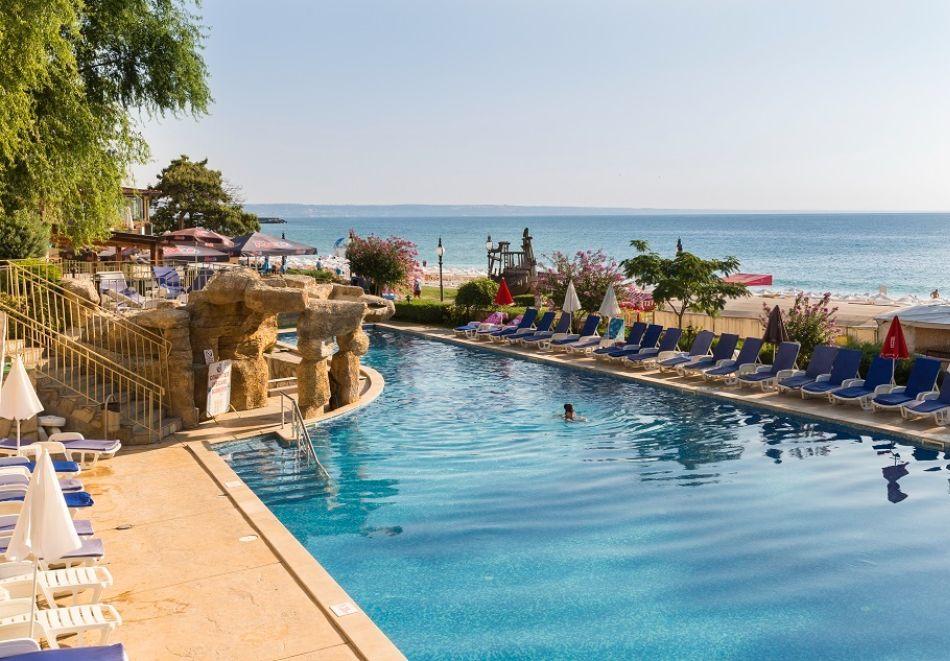 На ПЪРВА ЛИНИЯ в Златни пясъци. Нощувка на човек на база All inclusive + басейн в хотел Калиакра Палас****. Дете до 12 г. - БЕЗПЛАТНО, снимка 4