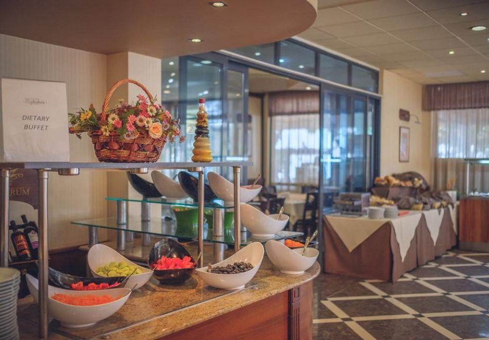 На ПЪРВА ЛИНИЯ в Златни пясъци. Нощувка на човек на база All inclusive + басейн в хотел Калиакра Палас****. Дете до 12 г. - БЕЗПЛАТНО, снимка 8