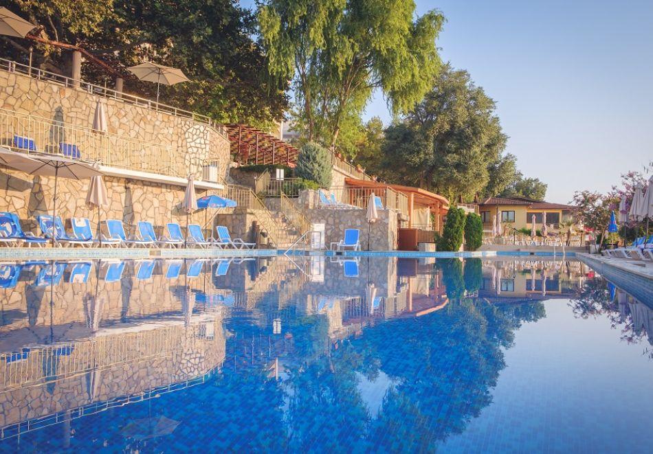 На ПЪРВА ЛИНИЯ в Златни пясъци. Нощувка на човек на база All inclusive + басейн в хотел Калиакра Палас****. Дете до 12 г. - БЕЗПЛАТНО, снимка 3