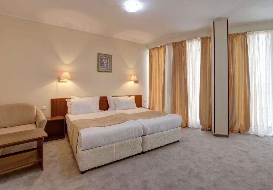 Нощувка със закуска на човек + басейн с морска вода и релакс зона в хотел Континентал, Златни Пясъци! Дете до 12г. - БЕЗПАЛТНО, снимка 13