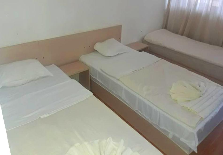 Нощувка на човек със закуска, обяд* и вечеря + басейн в хотел Феста, Кранево, снимка 11