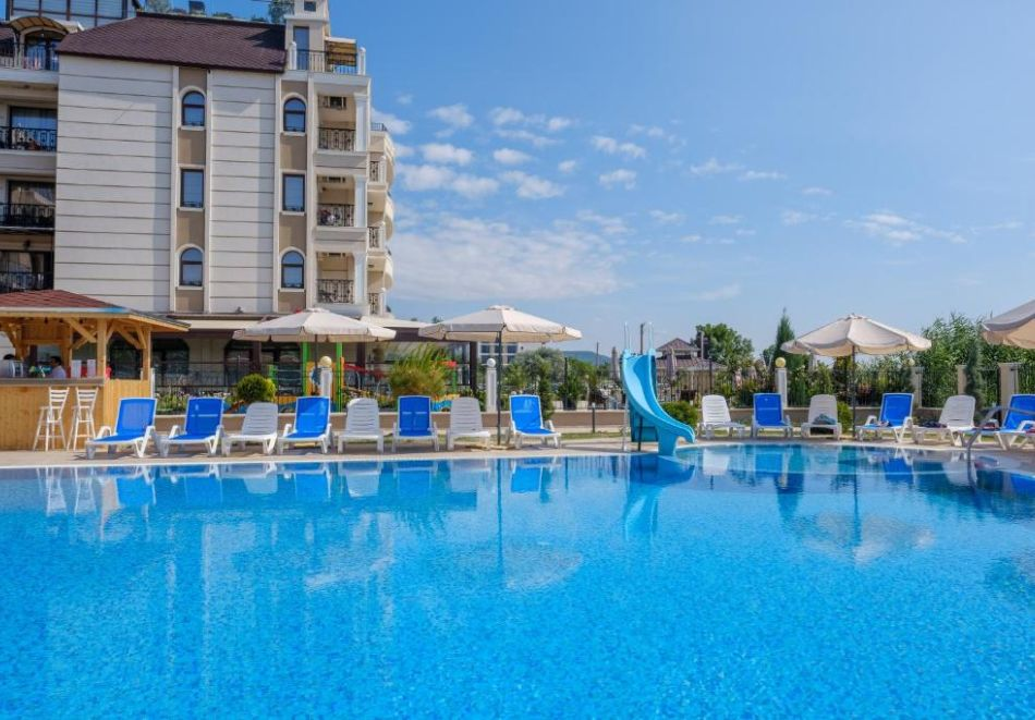На първа линия в Кранево. Нощувка на човек на база All inclusive + басейни, шезлонг и чадър от хотел Верамар Бийч****, снимка 14