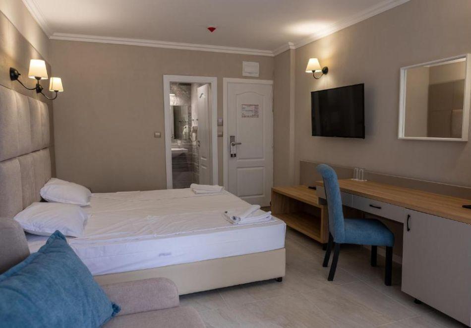 На първа линия в Кранево. Нощувка на човек на база All inclusive + басейни, шезлонг и чадър от хотел Верамар Бийч****, снимка 12