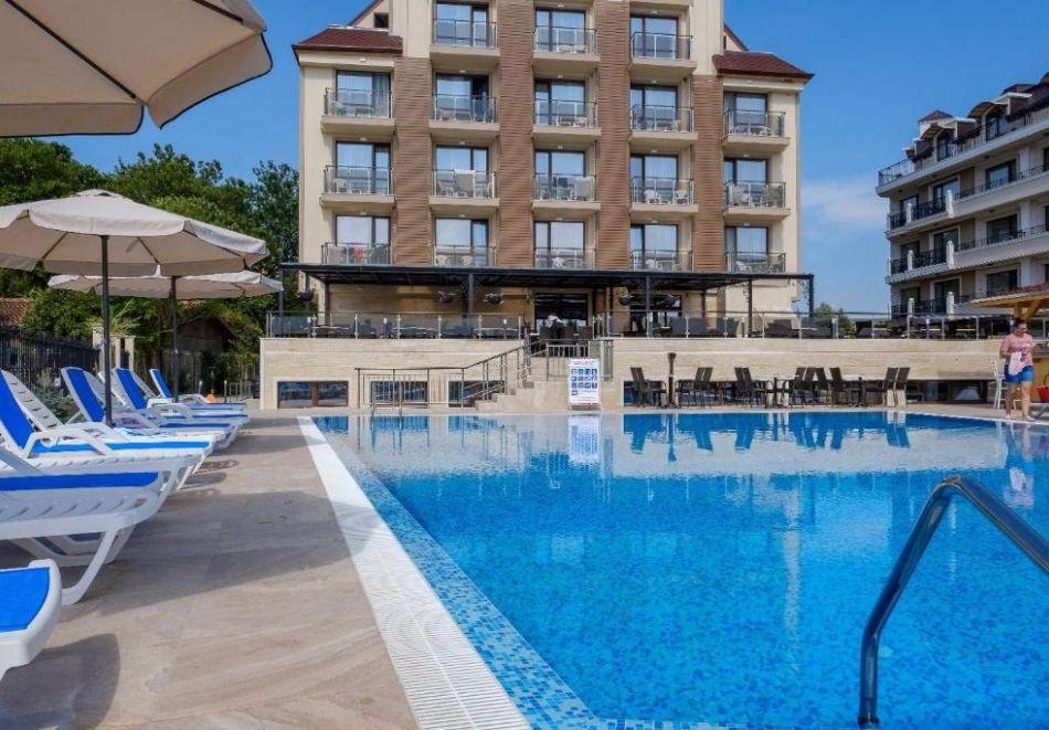 На първа линия в Кранево. Нощувка на човек на база All inclusive + басейни, шезлонг и чадър от хотел Верамар Бийч****, снимка 9