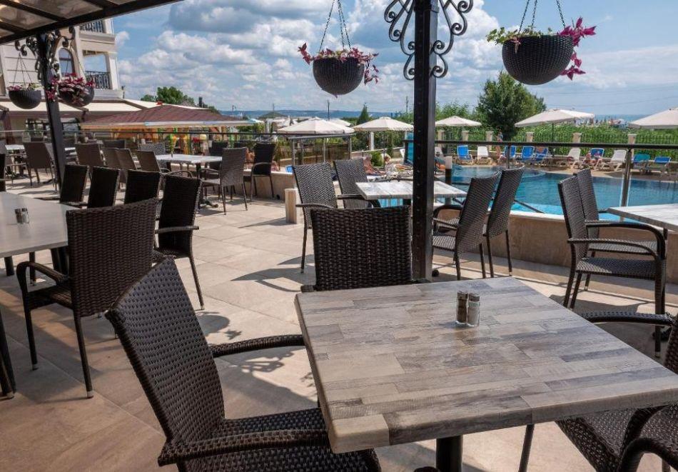 На първа линия в Кранево. Нощувка на човек на база All inclusive + басейни, шезлонг и чадър от хотел Верамар Бийч****, снимка 7