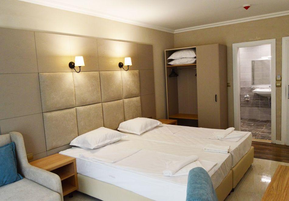 На първа линия в Кранево. Нощувка на човек на база All inclusive + басейни, шезлонг и чадър от хотел Верамар Бийч****, снимка 4