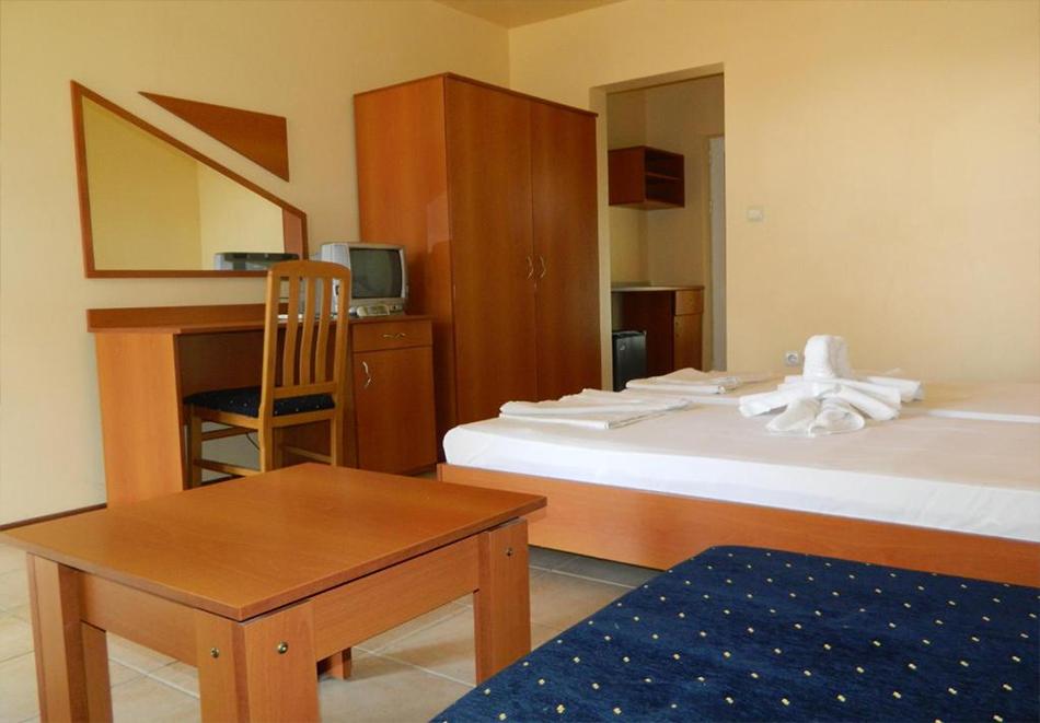 Лято 2021! Нощувка на човек със закуска + басейн в хотел Привилег, Слънчев Бряг!, снимка 5