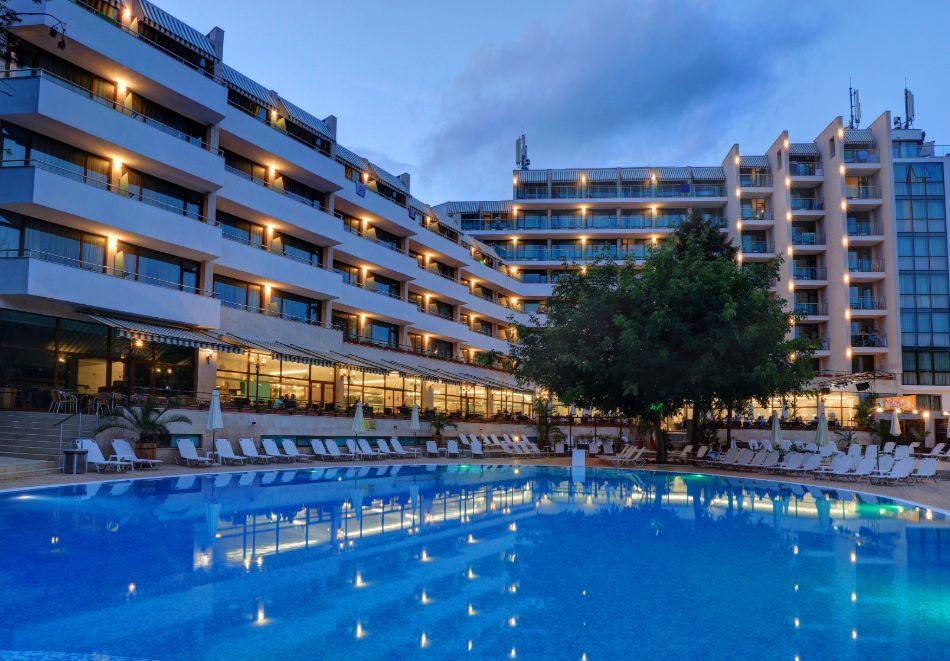 Нощувка на човек на база All Inclusive + басейн в хотел Мирабел****, Златни пясъци, снимка 2