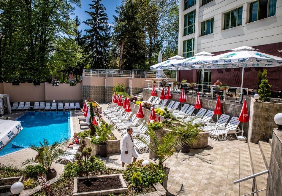 3 нощувки на човек със закуски, обеди и вечери + балнеолечебен пакет + минерален басейн в хотел Здравец Конференс и СПА, Велинград, снимка 4