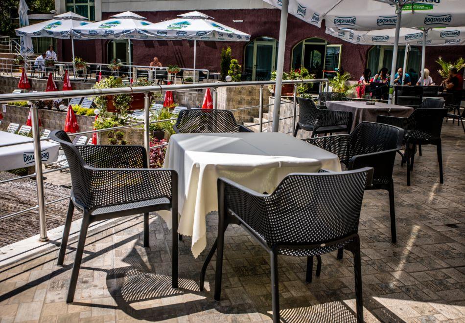 3 нощувки на човек със закуски, обеди и вечери + балнеолечебен пакет + минерален басейн в хотел Здравец Конференс и СПА, Велинград, снимка 2