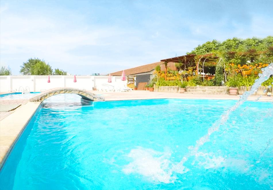 Нощувка на човек със закуска + басейн в хотел Алба Фемили Клуб, Приморско!, снимка 3