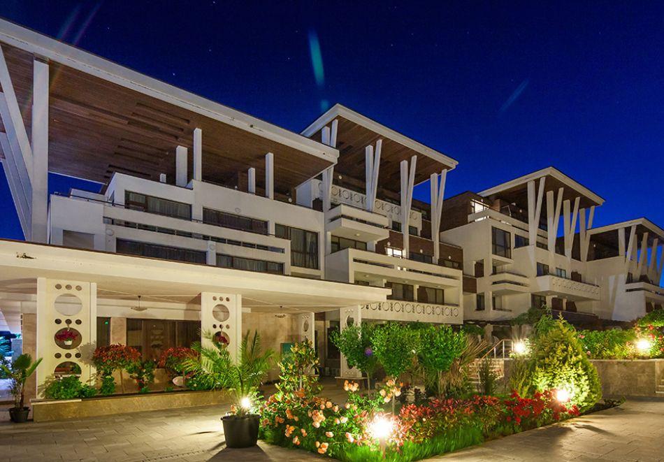 На първа линия в Созопол! Нощувка на човек със закуска + басейни от Хотел Аполония Ризорт****, снимка 24