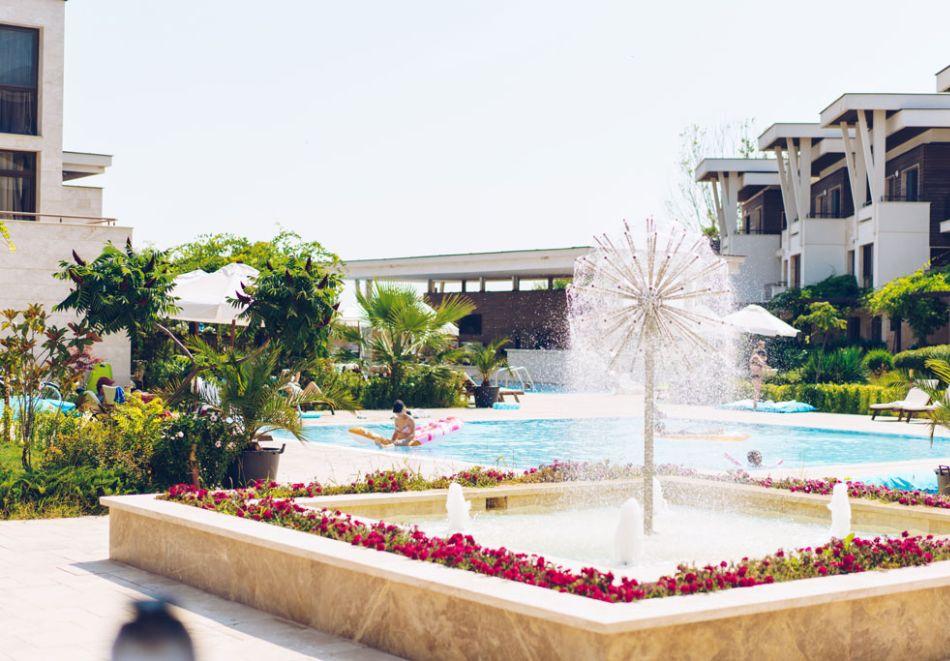 На първа линия в Созопол! Нощувка на човек със закуска + басейни от Хотел Аполония Ризорт****, снимка 4