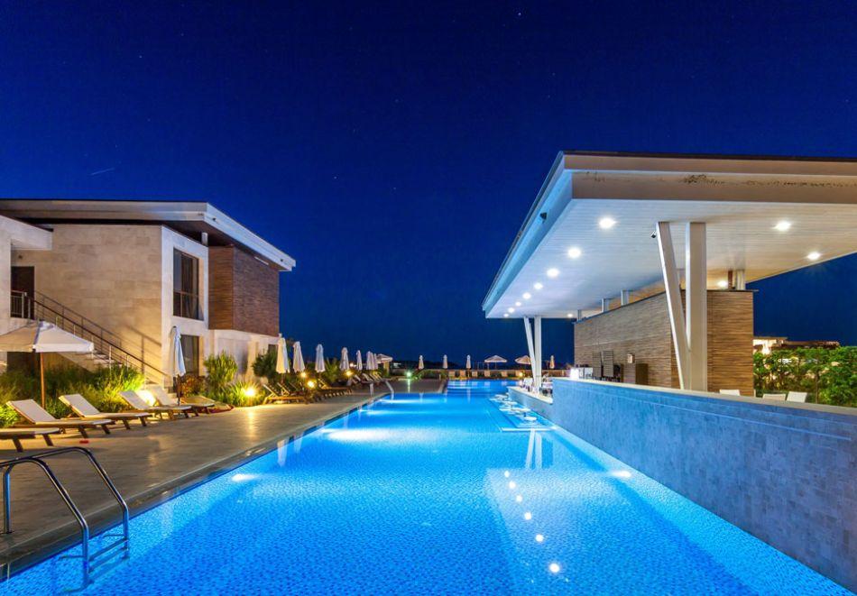 На първа линия в Созопол! Нощувка на човек със закуска + басейни от Хотел Аполония Ризорт****, снимка 9