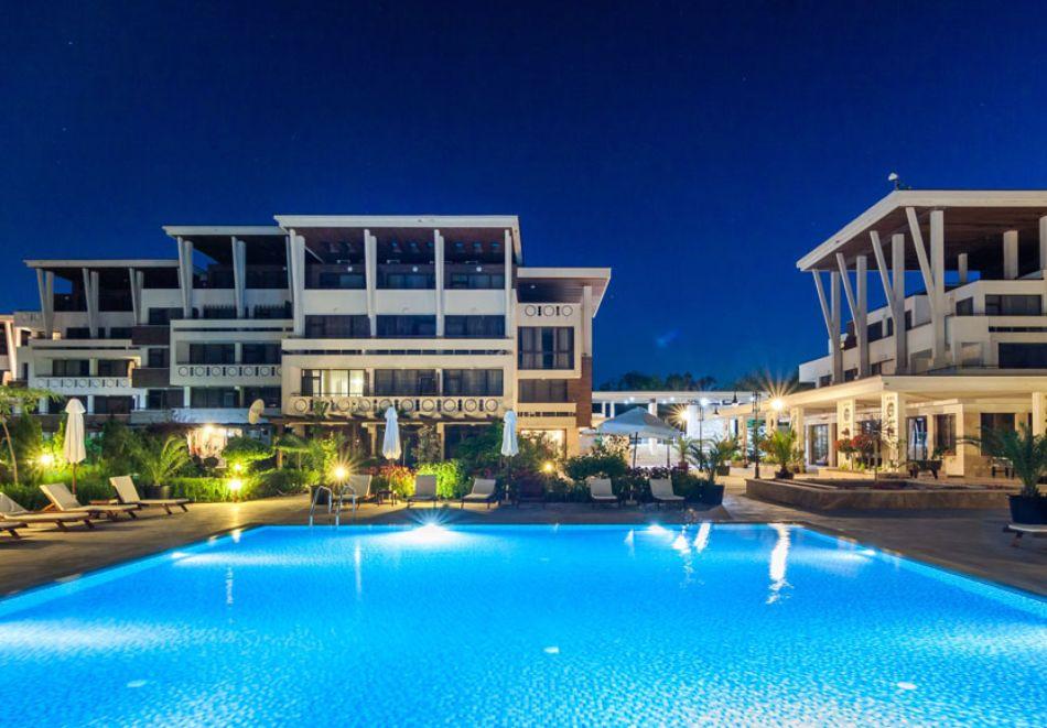 На първа линия в Созопол! Нощувка на човек със закуска + басейни от Хотел Аполония Ризорт****, снимка 8